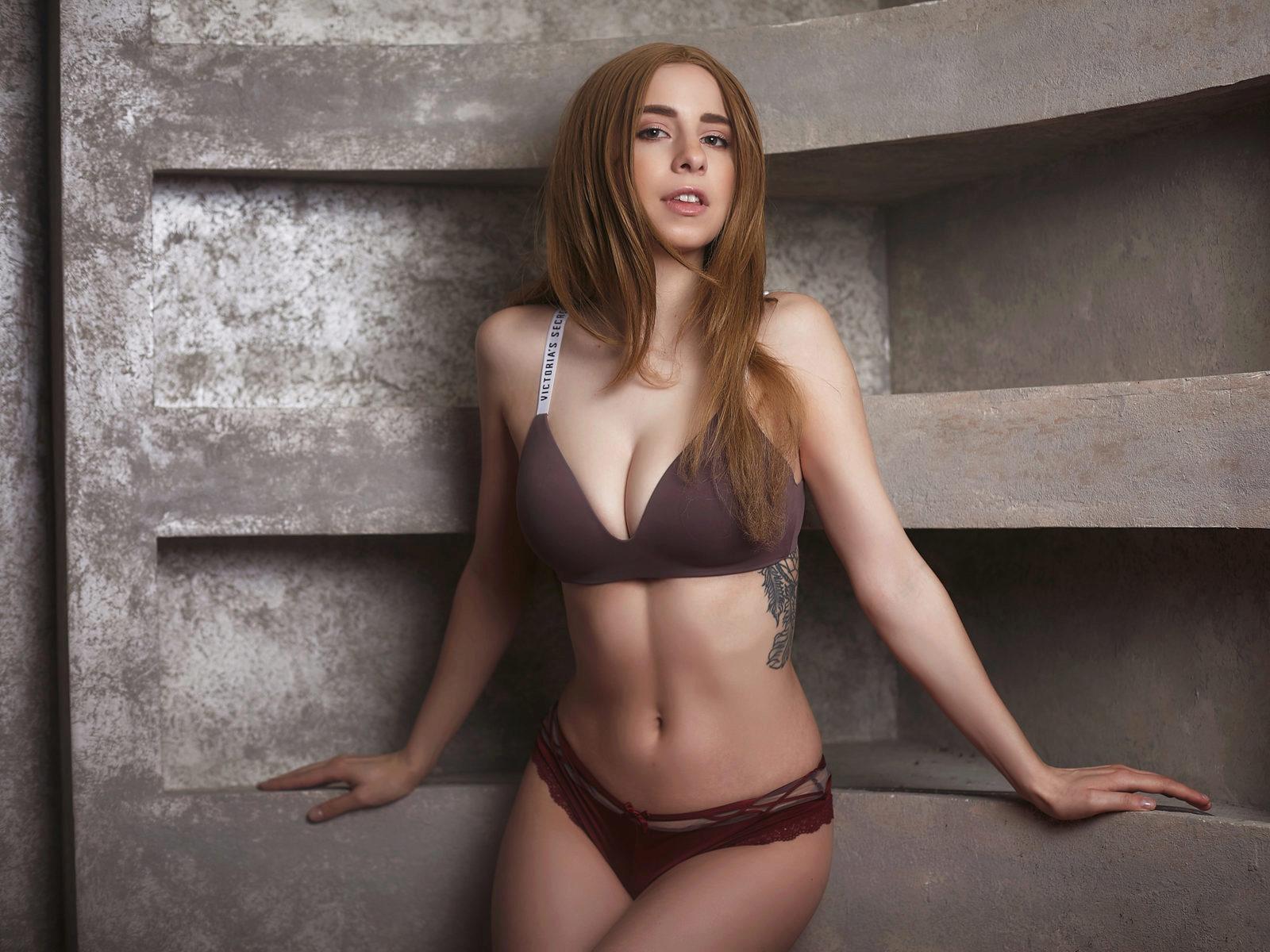 Webcam model Mia Evanss from WebPowerCam