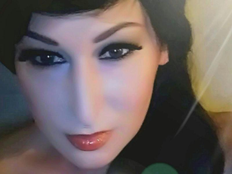 Webcam model Eva Darkness from WebPowerCam