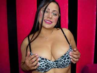 Tania_Strong Live