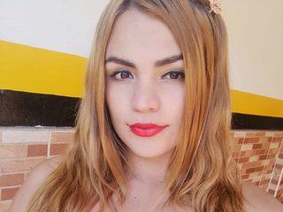 Paulinna Hot