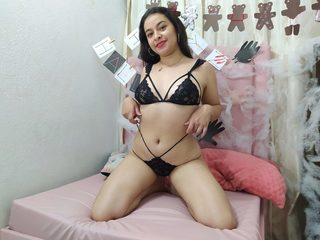 free Flirt4Free Emily_Rich porn cams live
